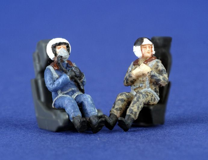 PJ Productions 1/72 Modern Russian Pilots seated x 2 # 721113