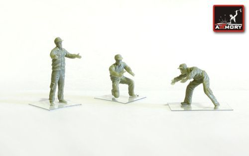 Armory 1/72 Soviet Modern Airfield Ground Personnel - 3 Figures (Resin) # 7214