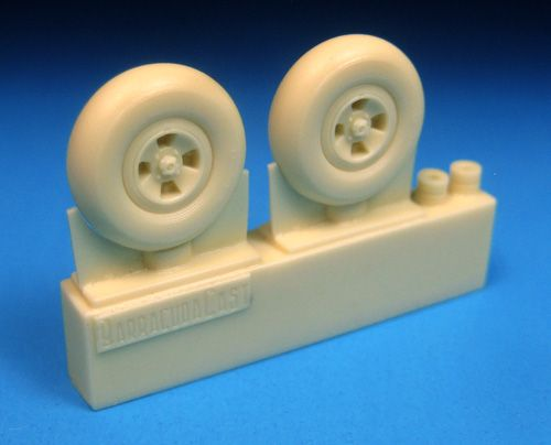 Barracuda 1/48 Supermarine Spitfire 4-Slot Wheels Smooth Tyre # 48317