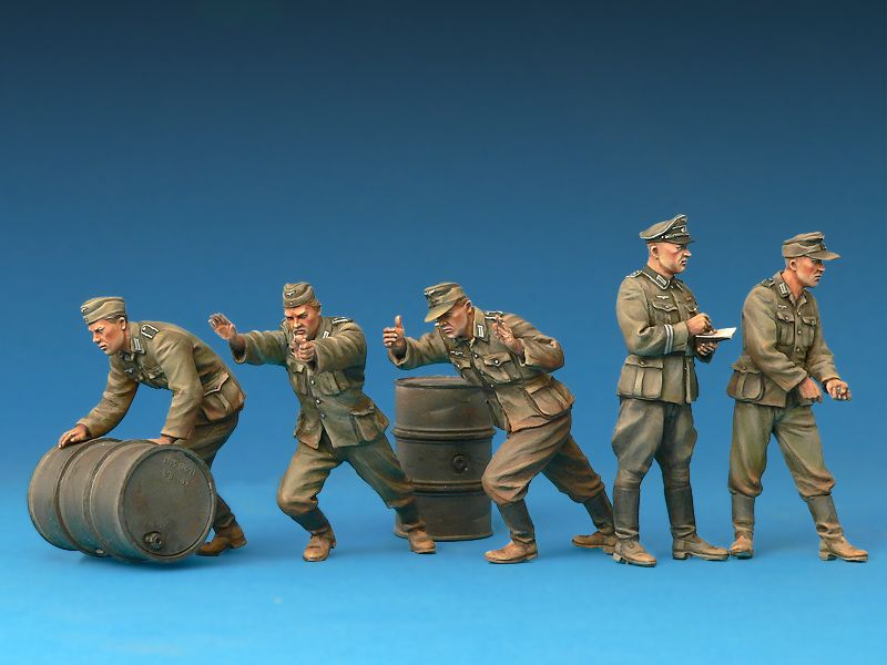 Miniart 1/35 German Soldiers with Fuel Drums Special Edition # 35256