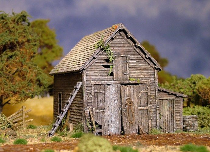 Renedra 28mm Ramshackle Barn model kit