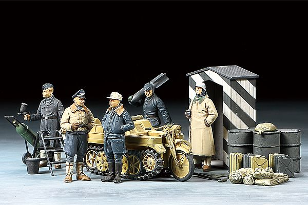 Tamiya 1/48 German Luftwaffe Crew (Winter) with Kettenkraftrad # 32412