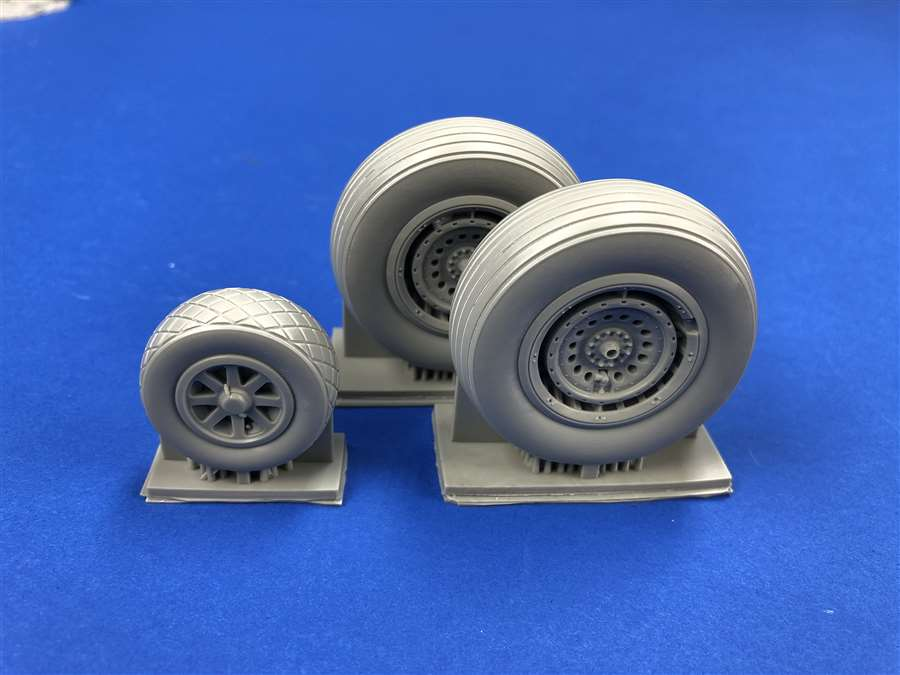 True Details 1/32 Consolidated B-24/DB-24J Liberator Wheel Set Spoked Version # P32218