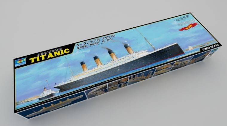 Trumpeter 1/200 H.M.S. Titantic with LED Lights # 03719